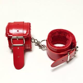 レッド もこもこファー付き 手錠 手枷 コスプレアイテム(小道具)