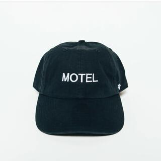 コモリ(COMOLI)の新品未使用MOTEL Room 8 BLACK NEAT weekend(キャップ)