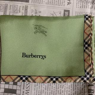 バーバリー(BURBERRY)の【美品】バーバリー シルク100%スカーフ(バンダナ/スカーフ)