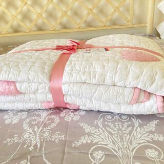 ローラアシュレイ(LAURA ASHLEY)のハートスパンコール 肌掛け/ベッドスプレッド シングル 新品(毛布)