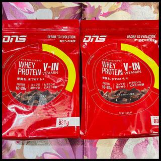 ディーエヌエス(DNS)のDNS ホエイ プロテイン ビタミン ミルクチョコレート風味 880g 2袋 (プロテイン)