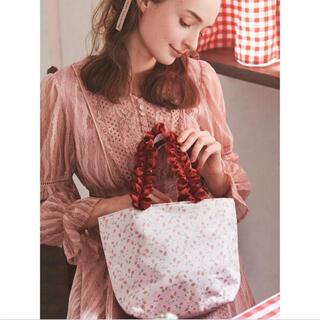 メゾンドフルール(Maison de FLEUR)の新品 タグ付き Maison de Fleurイチゴアップリケトートバッグ(トートバッグ)