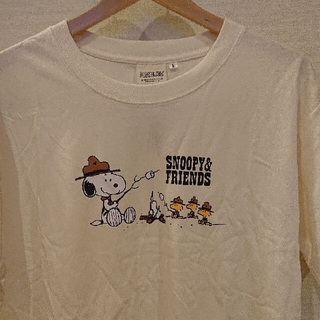 ピーナッツ(PEANUTS)のスヌーピー  Tシャツ【新品・タグ付き】Lsize  ゆうパケット発送♪(Tシャツ/カットソー(半袖/袖なし))