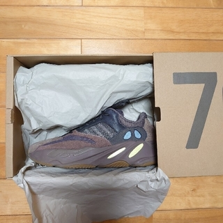アディダス(adidas)のadidas originals yeezy boost 700 mauve(スニーカー)