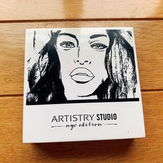 Amway - アーティストリースタジオ イルミネイティングライト コンパクト