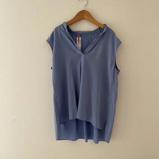 トゥモローランド(TOMORROWLAND)のballsey ボールジー  ブラウス 青 ブルー ノースリーブ(シャツ/ブラウス(半袖/袖なし))