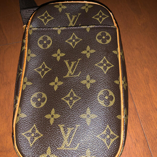 LOUIS VUITTON - ルイヴィトン、モノグラム ポシェット ガンシュ