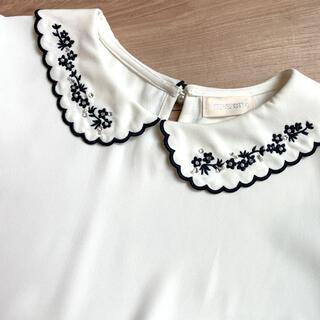 ロディスポット(LODISPOTTO)のLODISPOTTO お花刺繍襟付き ブラウス M(シャツ/ブラウス(半袖/袖なし))