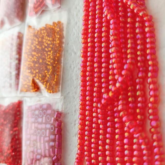 貴和製作所(キワセイサクジョ)の国産 赤橙系 丸大ビーズ 丸小ビーズ デリカビーズ シードビーズ トーホービーズ ハンドメイドの素材/材料(各種パーツ)の商品写真