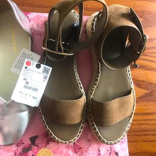 ザラ(ZARA)のZARA 革靴 (サンダル)
