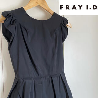 フレイアイディー(FRAY I.D)のフレイアイディー ワンピース 黒  袖フリル ノースリーブ  ブラック(ミニワンピース)