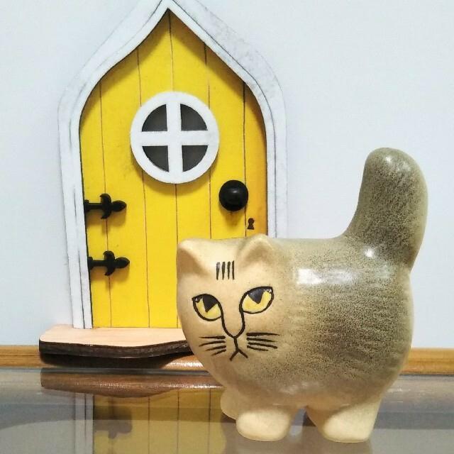 Lisa Larson(リサラーソン)のリサラーソン モア ミニ グレー ブラウン ホワイト Moa 猫 小さな扉付き インテリア/住まい/日用品のインテリア小物(置物)の商品写真