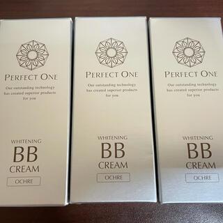 パーフェクトワン(PERFECT ONE)の【新品】3本セット パーフェクトワン 薬用ホワイトニングBBクリーム オークル(BBクリーム)