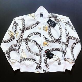 ナイキ(NIKE)の新品 NIKE ナイキ チェーンプリント サテンジャケット ホワイト (M) (ブルゾン)