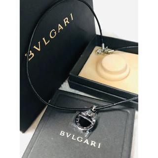 ブルガリ(BVLGARI)のブルガリチャーム 革ネクレス シルバーとブラック(チャーム)