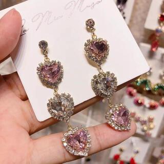 メゾンドフルール(Maison de FLEUR)のハート3連ピアス ♡ピンク♡ 韓国 アイドル 量産型(ピアス)