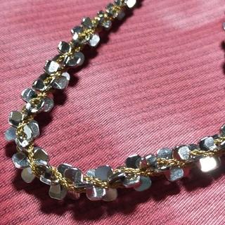 エイボン(AVON)のAVONエイボン シルバーカラー&ゴールドカラー 立体的なオシャレなネックレス(ネックレス)