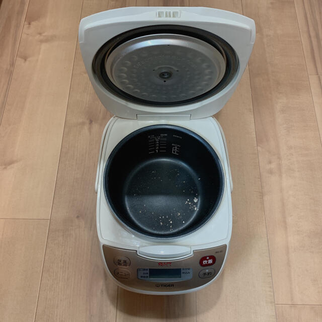TIGER(タイガー)の値下げ tiger 炊飯器 5.5合 炊きたて スマホ/家電/カメラの調理家電(炊飯器)の商品写真