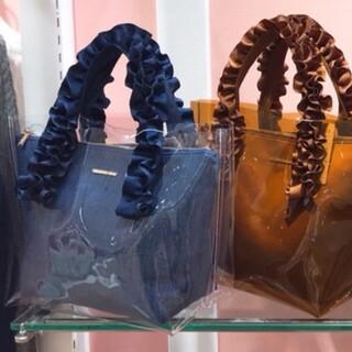 メゾンドフルール(Maison de FLEUR)のウィルセレクション フリルクリアバッグ ビニールバッグ(トートバッグ)