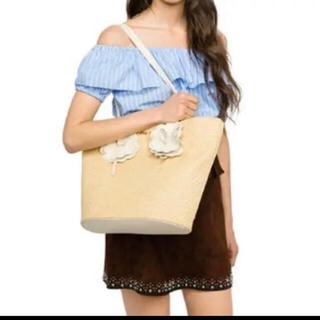 ミュウミュウ(miumiu)の【正規品miumiu】フラワーカーゴトートバッグポーチ付き♪ベージュ×白(ハンドバッグ)