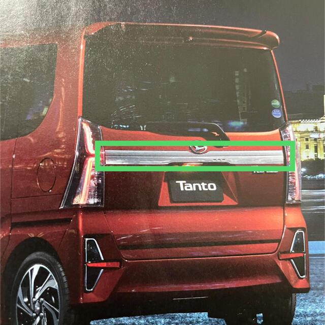 ダイハツ(ダイハツ)のタントカスタム バックドアガーニッシュ 自動車/バイクの自動車(車外アクセサリ)の商品写真