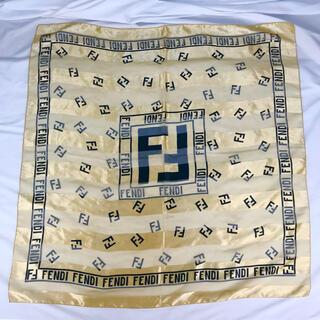 フェンディ(FENDI)のFENDI フェンディ 大判スカーフ ゴールド ビッグロゴ(バンダナ/スカーフ)