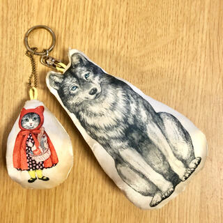 ボシュプルメット(bortsprungt)のヒグチユウコ オオカミと猫赤ずきんキーホルダー メラントリックヘムライト(キーホルダー)