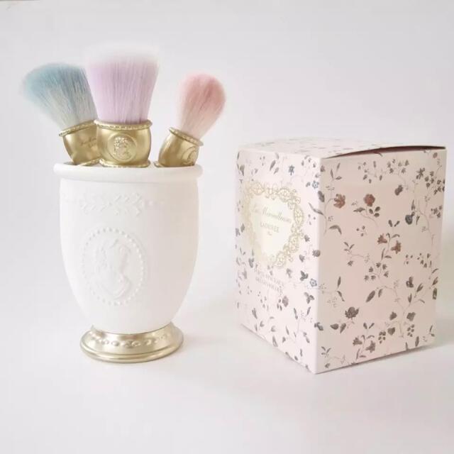 LADUREE(ラデュレ)の新品 ラデュレ ブラッシュホルダー ホワイト コスメ/美容のキット/セット(コフレ/メイクアップセット)の商品写真