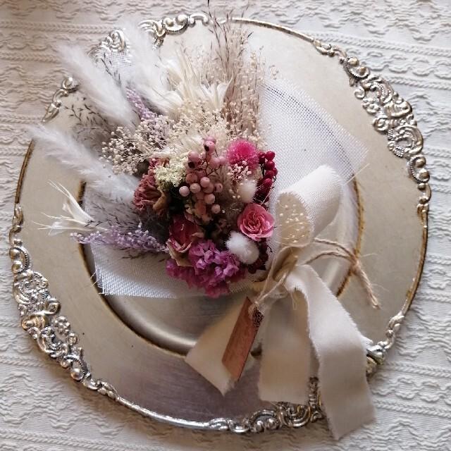 ホワイト&ピンクパンパスグラスのドライフラワースワッグブーケ花束 ハンドメイドのウェディング(ブーケ)の商品写真