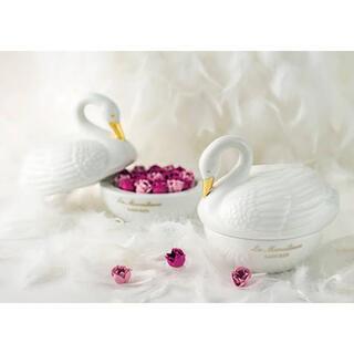 Les Merveilleuses LADUREE - 1点限り 未使用 白鳥 薔薇チーク LADUREE