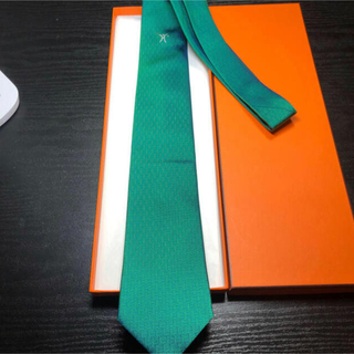 【未使用に近い】HERMES H柄 緑 野球マークのネクタイ