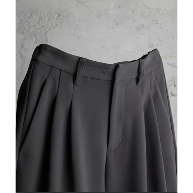 ATTACHIMENT(アタッチメント)の【ATTACHMENT × WYM】LOOSE TAPERED PANTS メンズのパンツ(スラックス)の商品写真