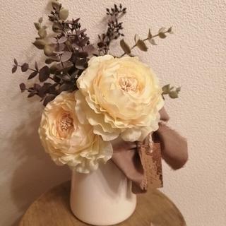 ラナンキュラスとユーカリの花瓶付きナチュラルアレンジメント(その他)