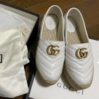 グッチ(Gucci)のGUCCI 白エスパドリーユ マーモント(ローファー/革靴)