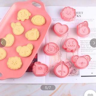 タイムセール★BTS BT21  韓国人気可愛いキャラクタークッキー型8種セット(調理道具/製菓道具)