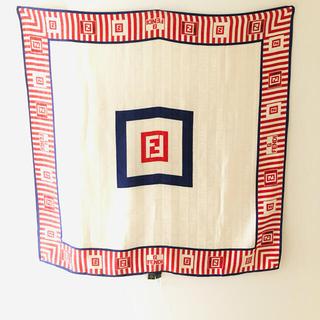 フェンディ(FENDI)の極美品 FENDI (フェンディ)  大判 シルク スカーフ(バンダナ/スカーフ)