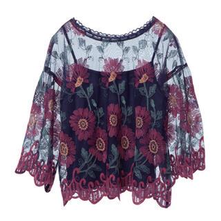 ダブルクローゼット(w closet)の刺繍入りチュールレースプルオーバー(シャツ/ブラウス(半袖/袖なし))
