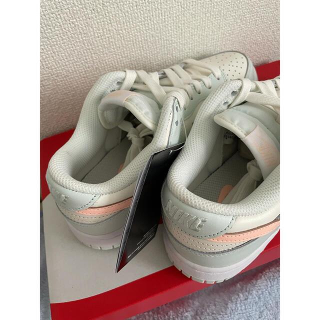 NIKE(ナイキ)のNIKE ベアリーグリーン 24.5センチ レディースの靴/シューズ(スニーカー)の商品写真