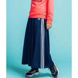 アディダス(adidas)の【新品未使用】アディダス ロング サテン スカート ネイビー Lサイズ(ロングスカート)