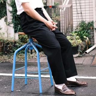 コモリ(COMOLI)のNEAT Corn Denim Super Black Standard 42(デニム/ジーンズ)
