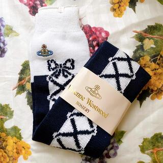 ヴィヴィアンウエストウッド(Vivienne Westwood)のヴィヴィアン 編み上げ柄ロングソックス 新品未使用品(ソックス)