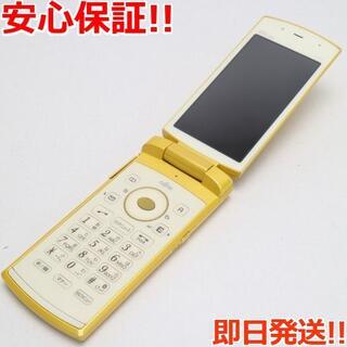 フジツウ(富士通)の美品 au F001 ハニーゴールド 白ロム(携帯電話本体)