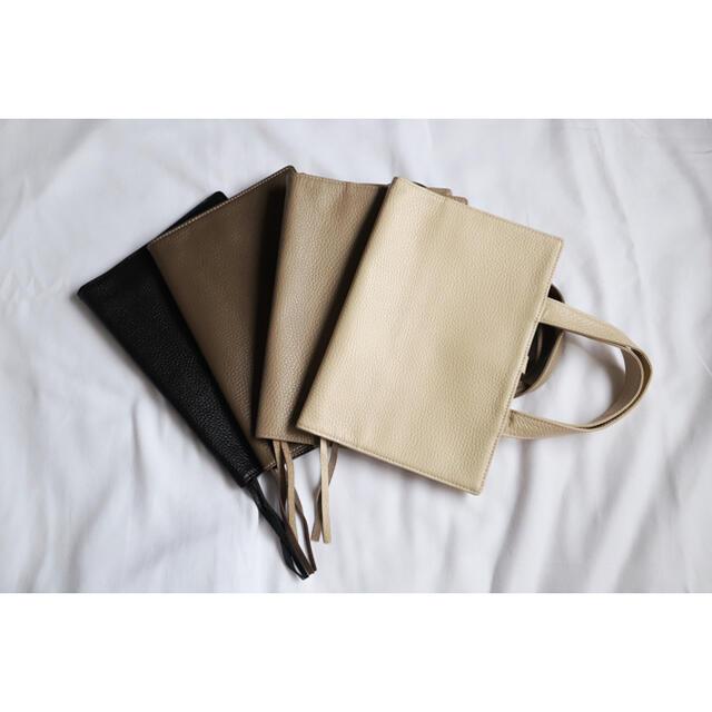 本革レビューブックカバー JIM1 クリーム 名入れ彫刻無料サービス中 ハンドメイドの文具/ステーショナリー(ブックカバー)の商品写真