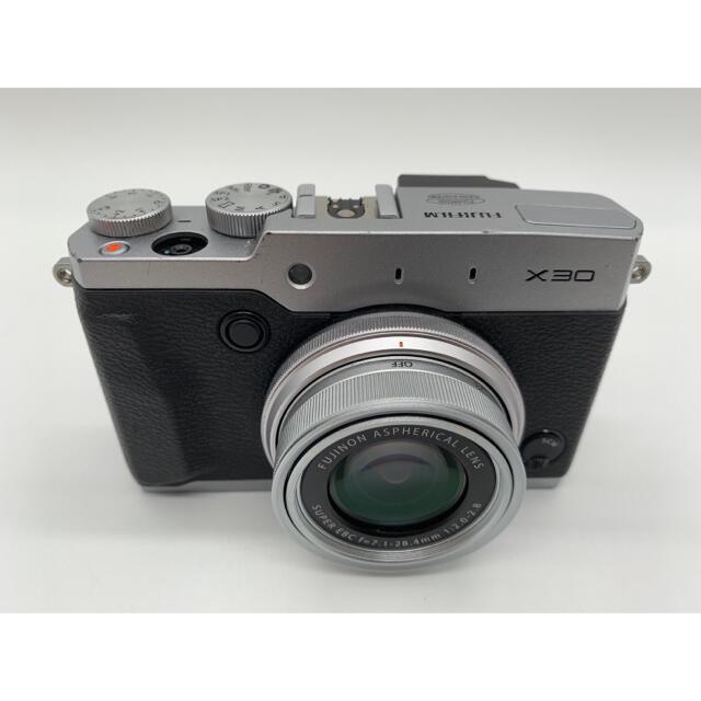 富士フイルム(フジフイルム)のFUJIFILM X30 FUJINON 7.1-28.4mm F2.0-2.8 スマホ/家電/カメラのカメラ(コンパクトデジタルカメラ)の商品写真