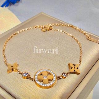 SWAROVSKI - 新品  Monogram design blacelet.  18k