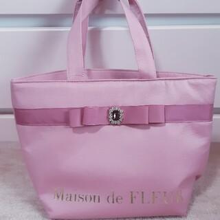 メゾンドフルール(Maison de FLEUR)のMaison de FLEUR ピンクピンクピンクリボンビジュートートバッグ(トートバッグ)