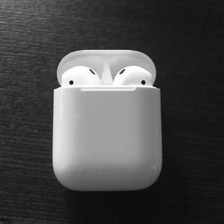 アップル(Apple)のApple AirPods with Charging Case 第1世代(ヘッドフォン/イヤフォン)