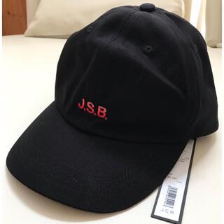 サンダイメジェイソウルブラザーズ(三代目 J Soul Brothers)の新品販売タグあり JSB公式ショップ 帽子 キャップ 黒 赤糸刺繍(キャップ)