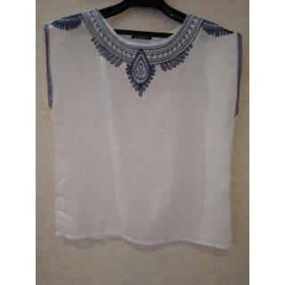 テチチ(Techichi)の【美品】刺繍 ♥ブルー クラシカル カットソー 綿(カットソー(半袖/袖なし))