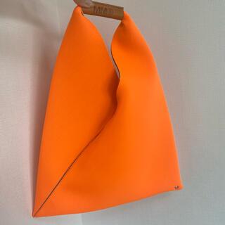 エムエムシックス(MM6)のラスト1【新品】MM6 マルジェラ ジャパニーズ ネオプレン スモール オレンジ(ハンドバッグ)